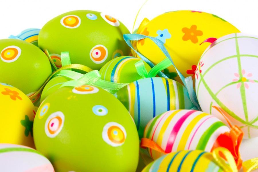 Зачем красят яйца на Пасху и как украсить пасхальный стол?