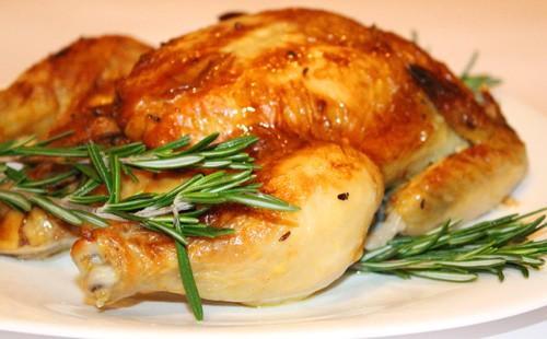 Запеченная курица в духовке с розмарином