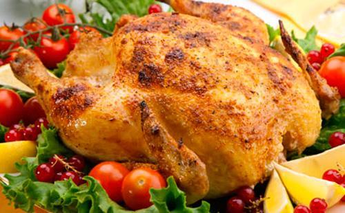 Готовим курицу вдуховке целиком: запекаем только тушку исочетаем скартошкой, начинкой