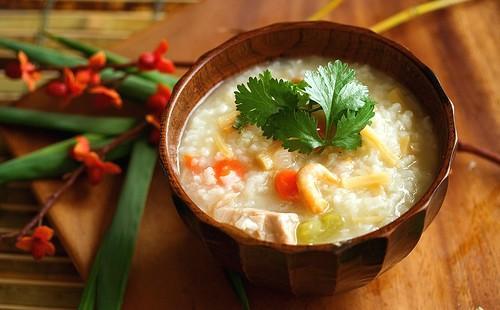 Рис по-турецки с овощами в плошке