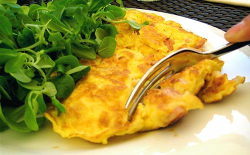 Омлет без молока в мультиварке 🥝 можно ли готовить из яиц на воде, рецепт в сковороде, в духовке