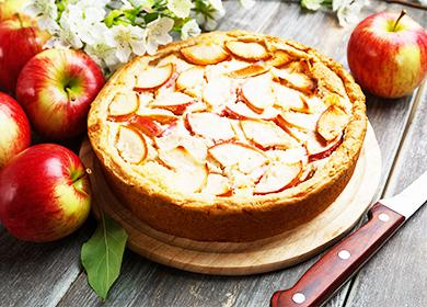 Шарлотка рецепт 🥝 с крахмалом и яблоками, как делать чтобы поднялась и не опускалась