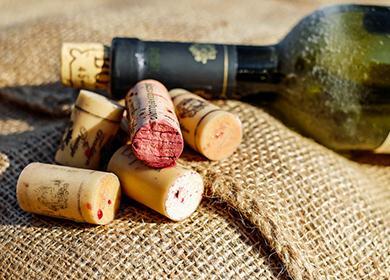 Как открыть вино без штопора в домашних условиях, чтобы не раскрошить пробку и не пролить напиток