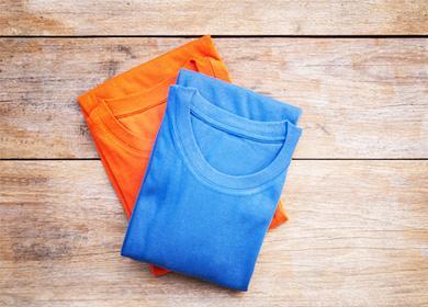 Сложенные футболки