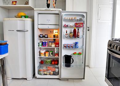 Открытый нараспашку кухонный агрегат