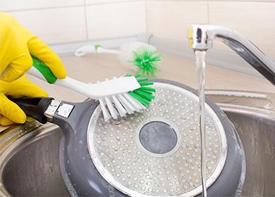 Чем почистить сковороду отнагара ижира вдомашних условиях: обзор магазинных инародных средств для разных материалов ипокрытий