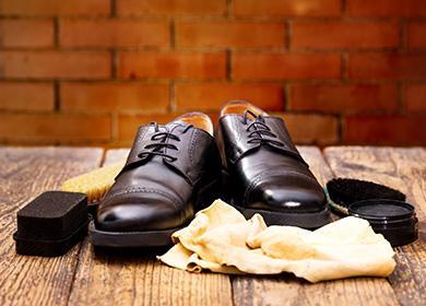 Кожанные туфли с губками и салфетками