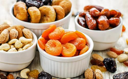 Как хранить сухофрукты в домашних условиях: финики, курагу, чернослив, яблоки, инжир