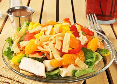 Салат из курицы с ананасами: 7 рецептов и интересные идеи подачи