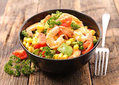 6 рецептов салатов с креветками: как удивить гостей за 10 минут