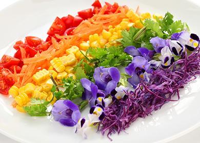 Вкусная радуга на тарелке