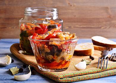 Салат из овощей в банке и пиале
