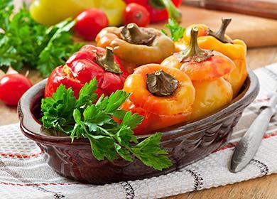 Сладкий перец с начинкой из курицы, морковки и томата