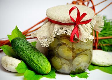 Салат из огурцов, консервированный в банке