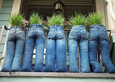 Вазоны из старых джинсов