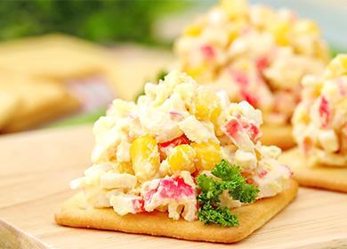 Крабовый салат на крекере