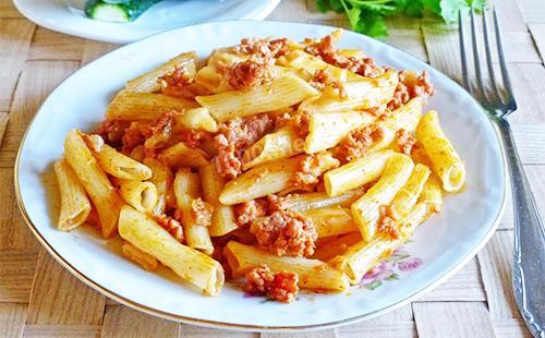 макароны по-флотски с томатной пастой