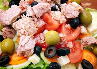 Салат спеченью трески: как приготовить деликатесную закуску заполчаса