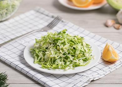 Салат сосвежей капустой: 5рецептов для тех, кто следит зафигурой