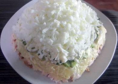 Сытный салат с копченой курицей и огурцом свежим — прекрасный способ порадовать семью за ужином