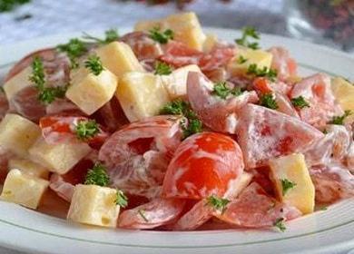 Легкий салат с копченой курицей и помидорами — проверенный рецепт