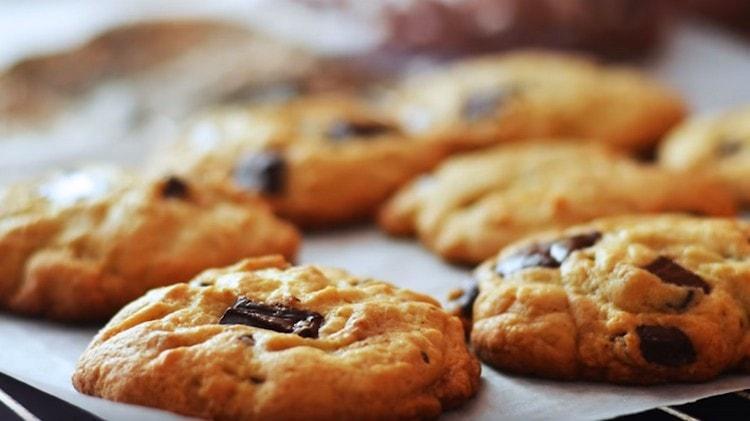 Американское печенье с шоколадом готовится очень быстро и просто.