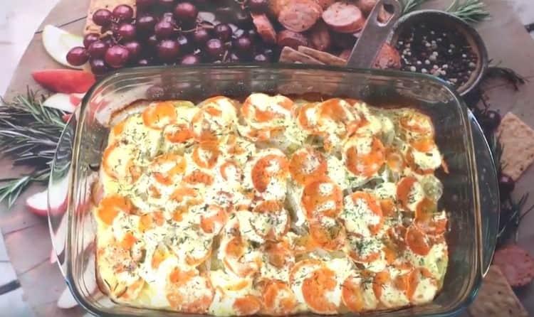 Надеемся, вам понравится такой рецепт горбуши с картошкой в духовке.