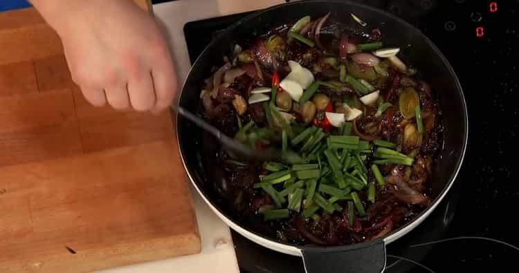 Для приготовления зубатки в духовке смешайте все ингредиенты