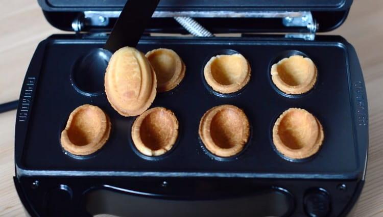 Даем печенью остыть.