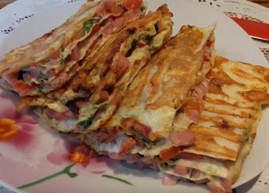 Простая и вкусная пицца из лаваша на сковороде: быстрый пошаговый рецепт с фото.