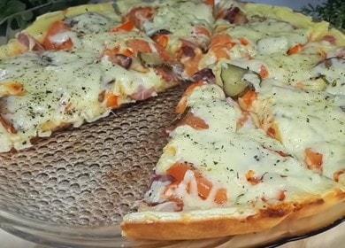 Простая и вкусная пицца на майонезе и сметане на сковороде: готовим по пошаговому рецепту с фото.