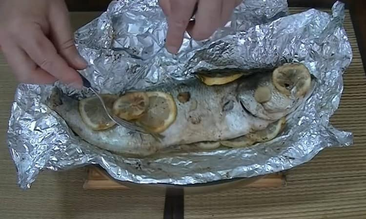 Рыба в фольге в духовке, приготовленная по этому рецепту, получается ароматной и очень вкусной.