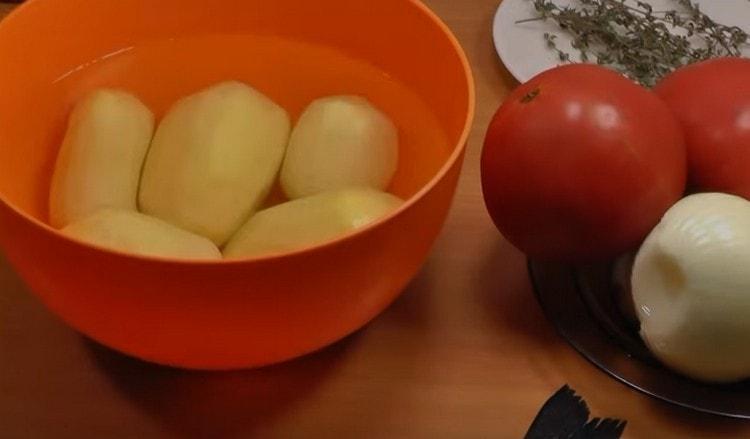 Чистим и моем овощи.