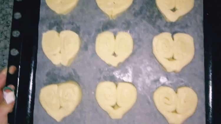 Для приготовления берлинского печенья разогрейте духовку