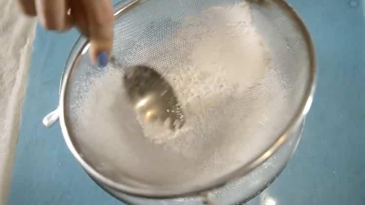 Для приготовления глазури для имбирного печенья подготовьте ингредиенты