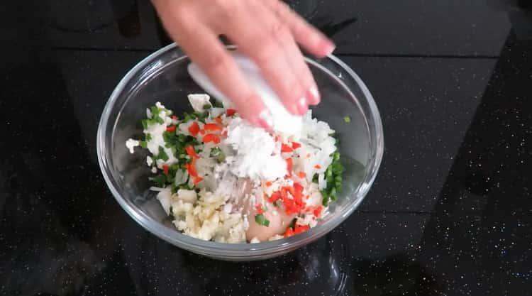 Для приготовления китайских пельменей, смешайте ингредиенты
