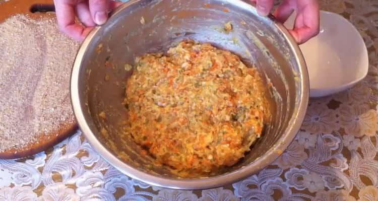 Для приготовления котлет из рыбы, перемешайте ингредиенты