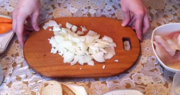 Для приготовления котлет из рыбы, подготовьте ингредиенты
