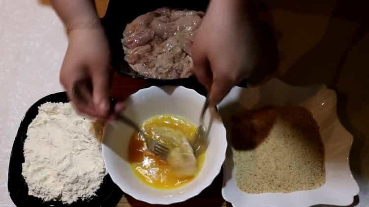 По рецепту для приготовления молок из лососевых рыб. приготовьте панировку