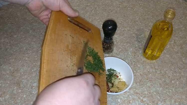 Для приготовления морского красного окуня в духовке приготовьте соус