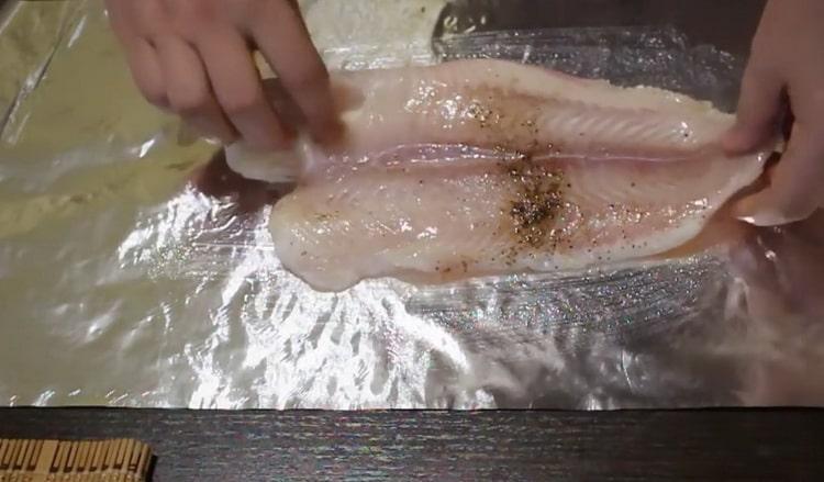 Для приготовления пангасиуса в духовке подготовьте специи