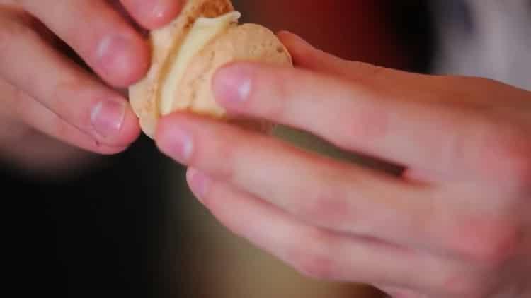 печенье из миндальной муки готово