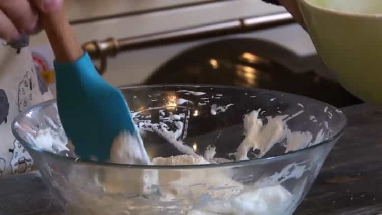 Для приготовления печенья из медальной муки.взбейте белки