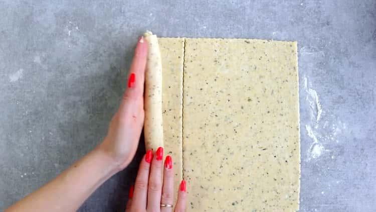 Для приготовления печенья из плавленных сырков раскатайте тесто