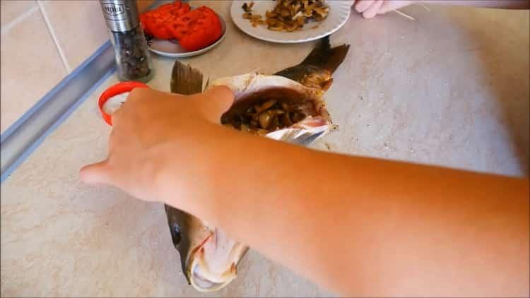Для приготовления каппа в духовке наршируйте рыбу