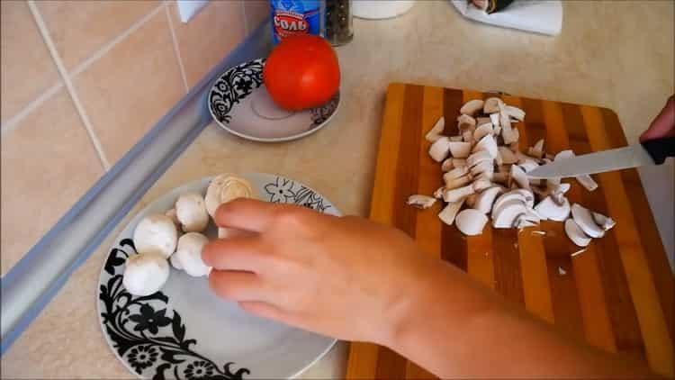 Для приготовления каппа в духовке нарежьте грибы