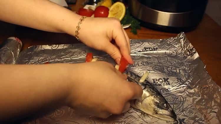 Для приготовления рыбы в мультиварке, подготовьте фольгу