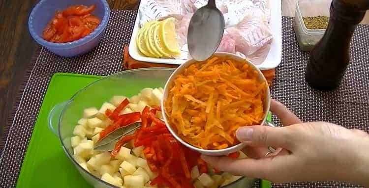 Для приготовления рыбы в пароварке. натрите морковь