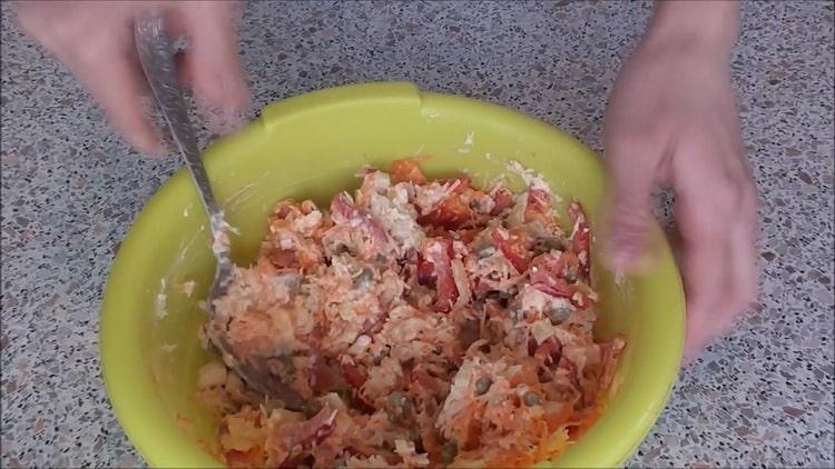 Для приготовления рыбы под шубой в духовке приготовьте фарш