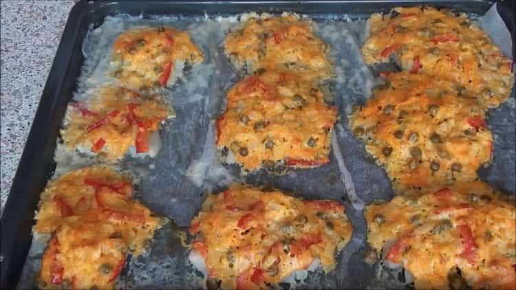 Для приготовления рыбы под шубой в духовке разогрейте духовку